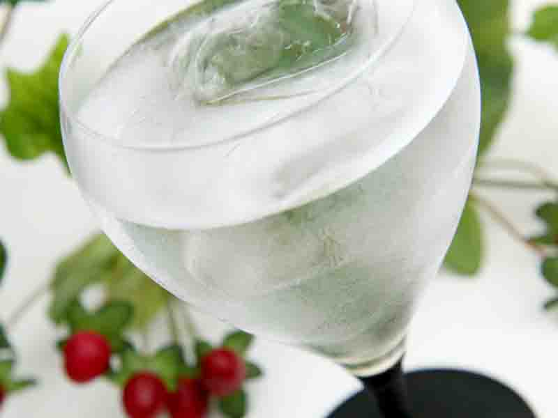 長い伝統を守り新しい文化と融合させた『酒器』日本酒グラス 〜カラフルな色漆が日本酒や白ワインに映える〜 外国の方へのギフトにもおすすめ