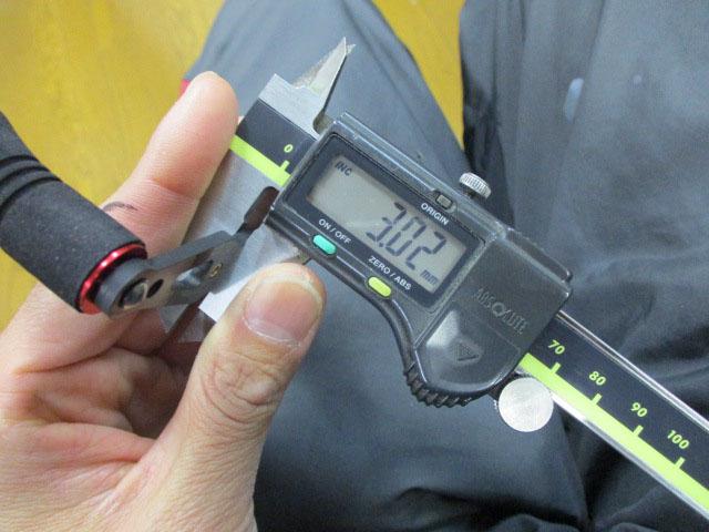 カーボンストレートショート筒エバ ピンク80mm アブ/ダイワ/シマノ M7の場合:アダプタ必要向け カスタムパワーハンドル ナット別売
