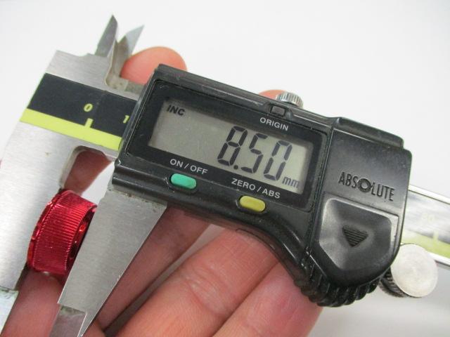 赤 ハンドルスクリューキャップ 汎用スピニング用M3.0 ダイワ向け