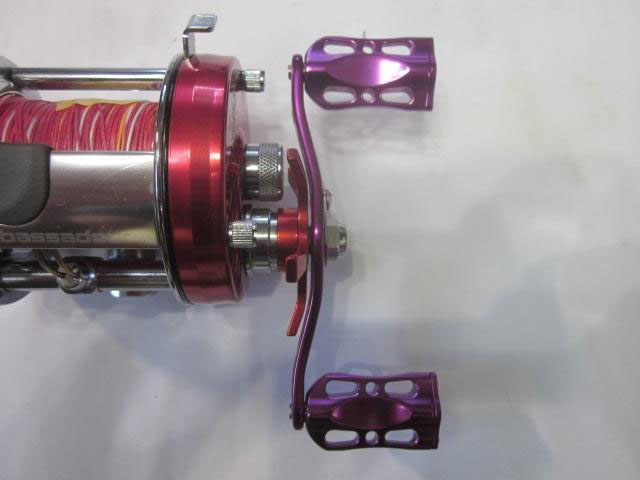 紫オフセット紫メタル アブ/ダイワ/シマノ M7の場合:アダプタ必要向け カスタムパワーハンドル ナット別売 雷魚 カゴ