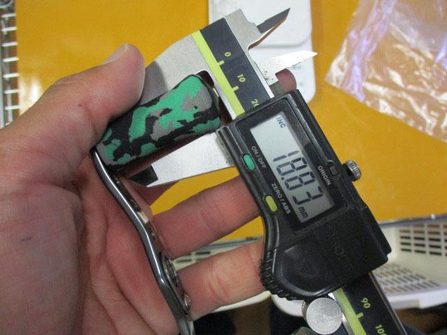 金オフセット黒エバ アブ/ダイワ/シマノ M7の場合:アダプタ必要向け カスタムパワーハンドル ナット別売 雷魚 カゴ