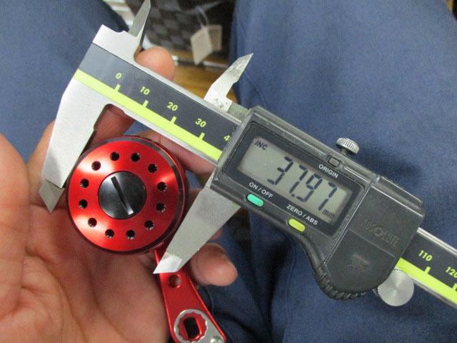1穴 ショート赤赤エルゴ 55mm アブ/ダイワ/シマノ M7の場合:アダプタ必要向け パワーハンドル ナット別売