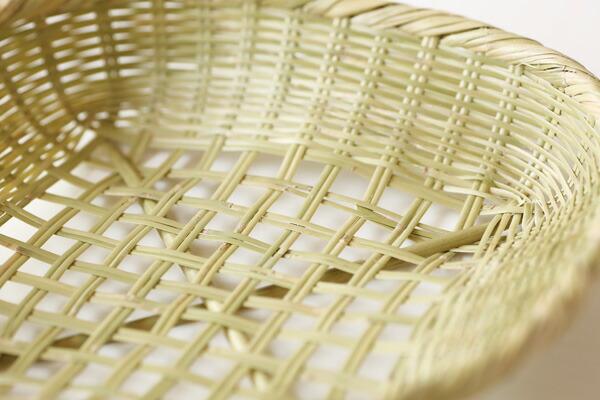 格子模様のスズ竹かご<br>(約)横26×高さ5cm<br>※手編みの為、ゆがみがございます。<br><br> [富士河口湖町勝山地区伝統工芸品]