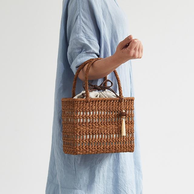 sa91 【限定10個】やまぶどう籠(二番皮/透かし編み/細ひご/ボックス型/小サイズ/リネン巾着袋/チャーム)