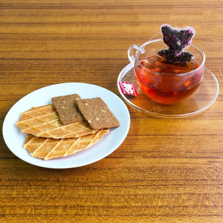 缶入り クッキー 383g 2種類の味 デストルーパー ベーカリー缶 & くまさん形 ティーバッグ 紅茶 セット ギフト 菓子 ラッピング バレンタイン ホワイトデー 本州送料無料