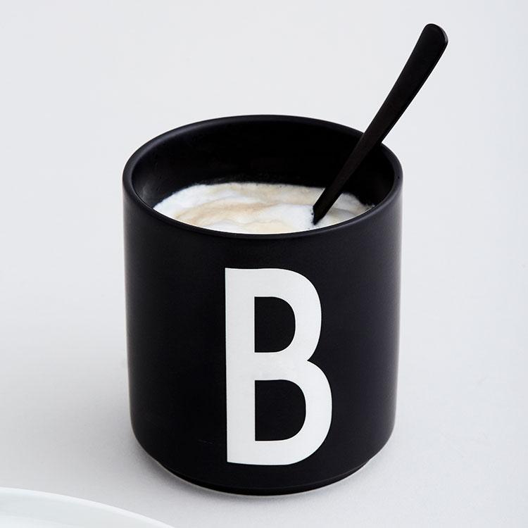 パーソナルブラックポーセリンカップ デザインレターズ DESIGN LETTERS 北欧食器 北欧 食器 コップ カップ 雑貨 アルファベット