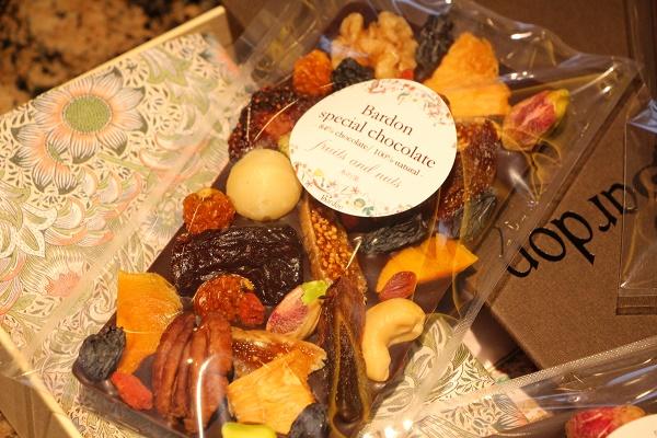 ドライフルーツ&ナッツの板チョコレート