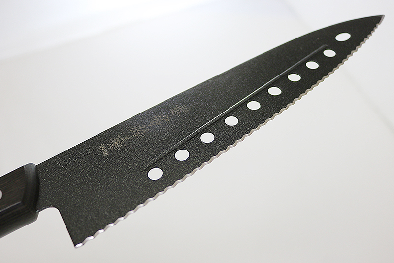 兼常作 フッ素コーティング 波刃牛刀 穴あき・リブ付き(FC-G210-S)