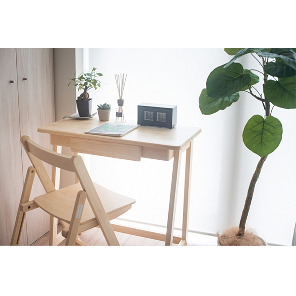 シンプルカラーの家具でナチュラルコーデセット