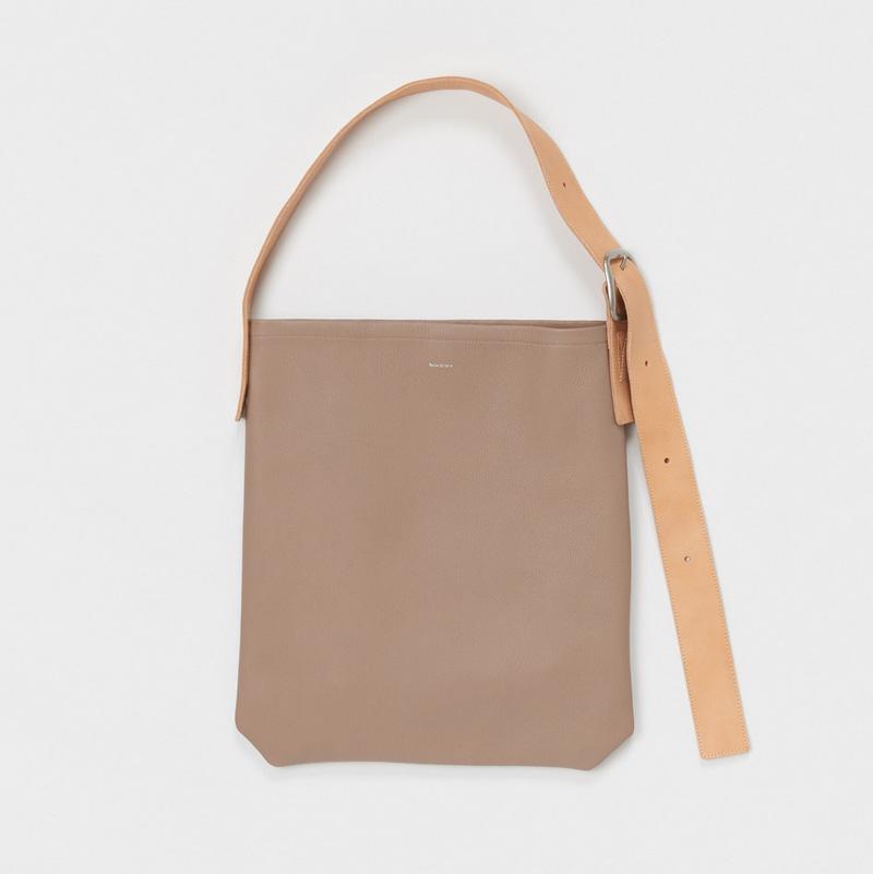 エンダースキーマ one side belt bag -beige-