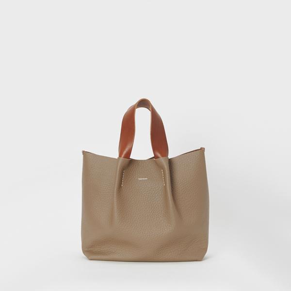 エンダースキーマ piano bag medium -taupe-