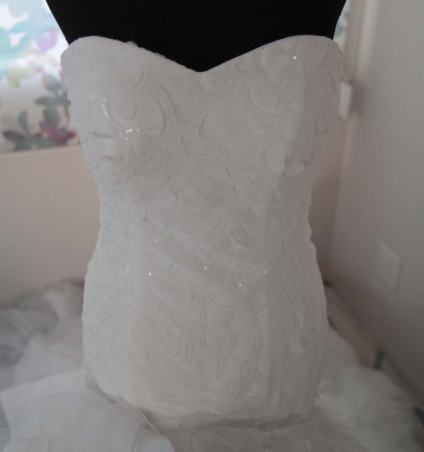 wdsk002 ウエディングドレス スリムなウエストラインが美しさを演出