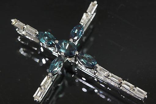 A552-20n0180【アレキサンドライト&ダイヤモンド】K18WGクロスペンダントネックレス