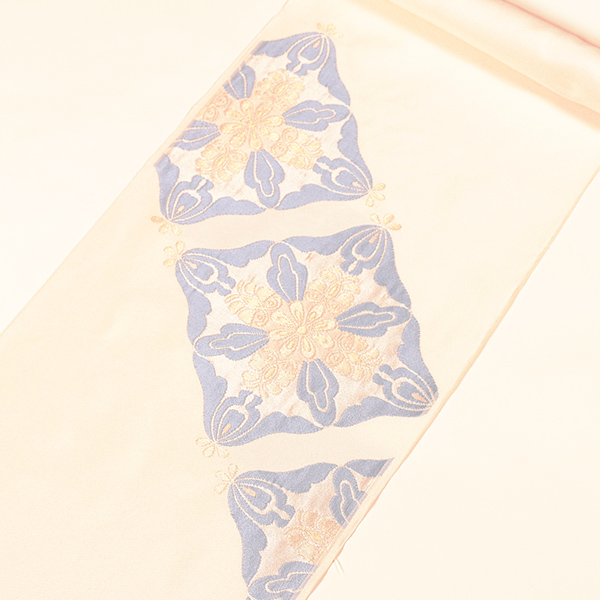 【洛風林】織九寸名古屋帯 (ふくれ織、白地、臥蝶花文)名古屋仕立上税込 売切れ