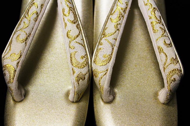 名門紗織謹製 礼装用草履「金に金唐草鼻緒 Mサイズ」