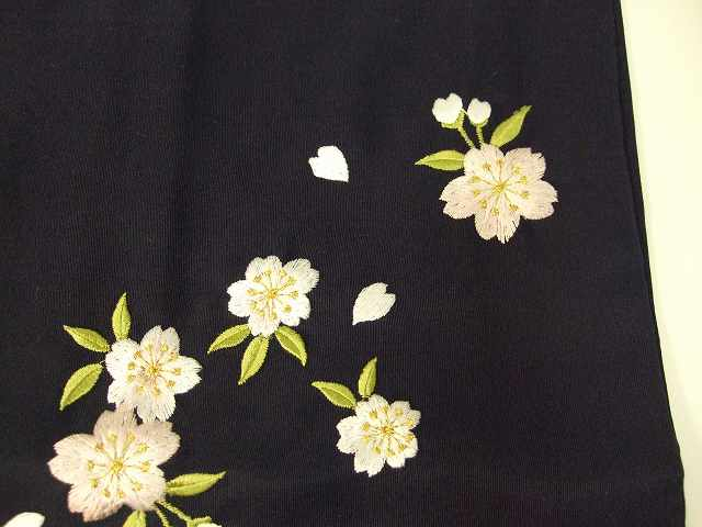 レンタル袴「紺色無地/桜刺繍」 往復送料無料・半巾帯付