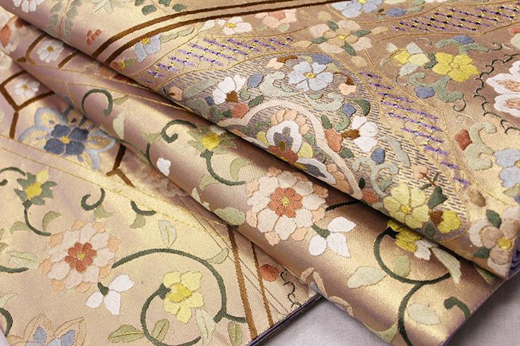 最高級袋帯「汕頭蘇州刺繍 亀甲に唐花華紋」