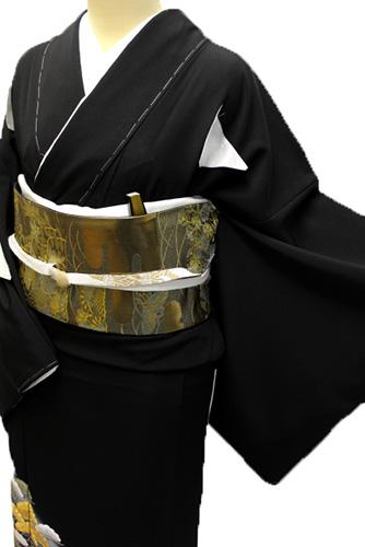 正絹黒留袖レンタルフルセット「波に松 金駒刺繍」