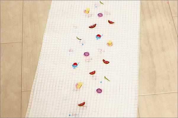 絽の絹交織の刺繍半衿 夏物 白色地にかき氷やビール柄