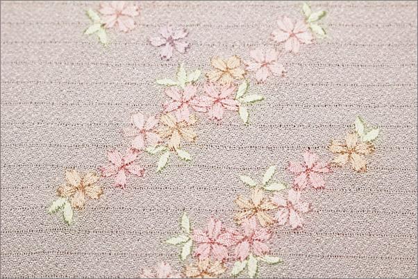 刺繍半襟 絽(夏用) 白地に黄緑の葉っぱの花ライン柄