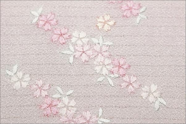 刺繍半襟 絽 夏用 白地にグリーン系の葉っぱの花ライン柄