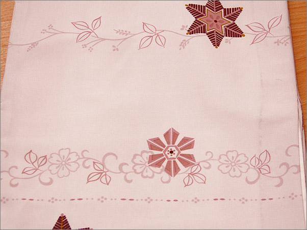ちりめん生地の洗える着物(袷・小紋) 淡いピンク色地に華柄 Mサイズ