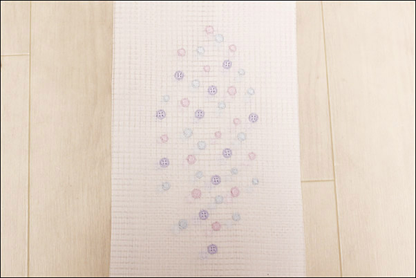 半襟 刺繍 格子絽の刺繍半衿 夏物 青紫ボタンと赤藤水玉柄