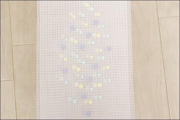 半襟 刺繍 格子絽の刺繍半衿 夏物 明るい青紫ボタンと黄色水玉柄