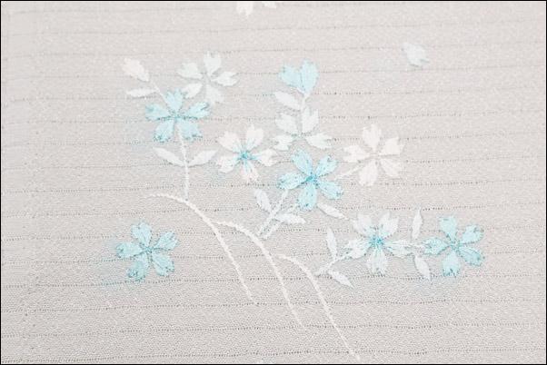 絽の刺繍半衿 夏物 白地に水色系の桜柄