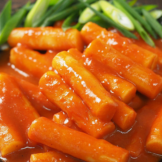 韓国棒餅の甘辛煮込み「トッポギ(トッポッギ・トッポッキ・トッポキ)」700g(ソース漬けのお餅26本入) 冷凍便