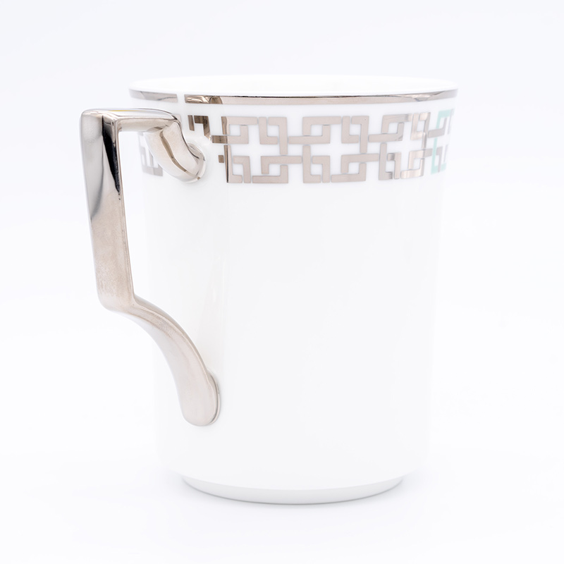 [KIRA KARACHO × Noritake]角つなぎ マグカップ (白・黒)