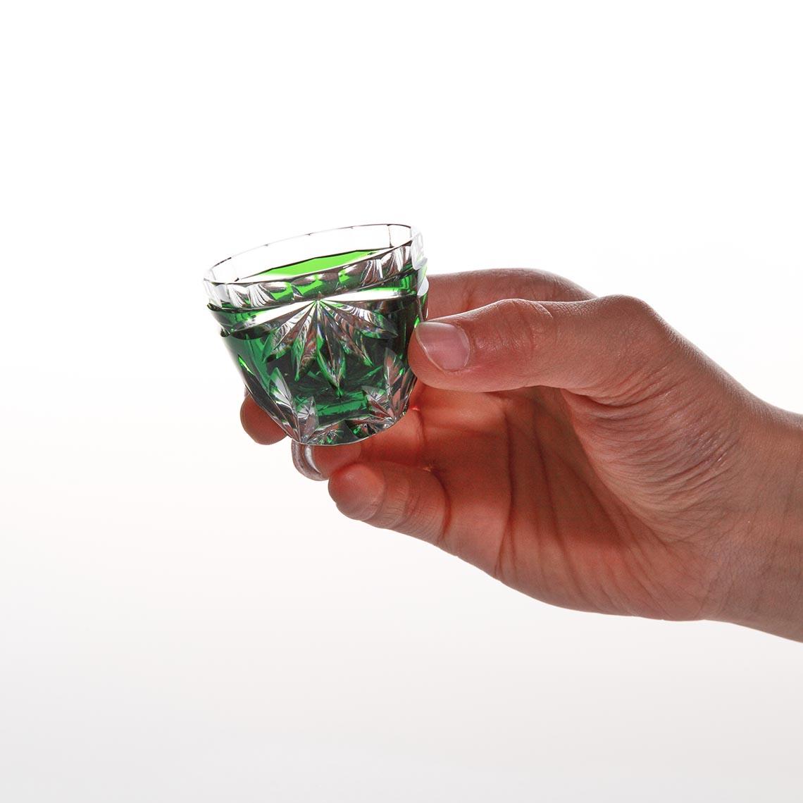 緑被菊花文ぐい呑 (みどりぎせ きっかもん ぐいのみ)