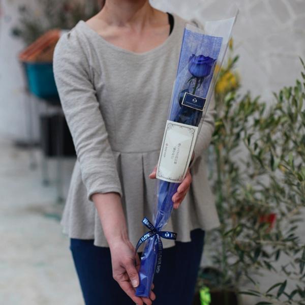 青いバラの1本ラッピング