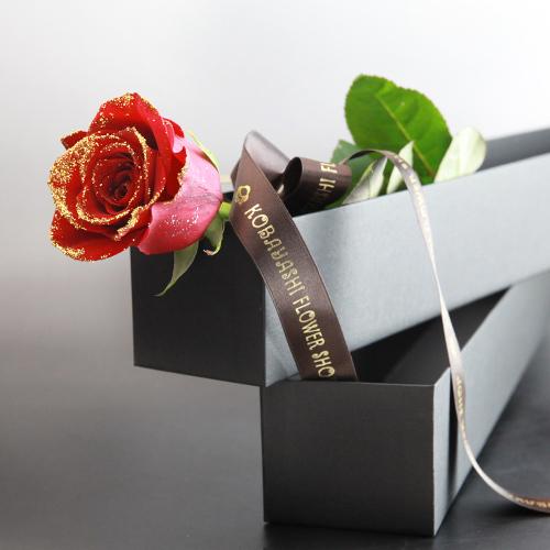 赤薔薇ゴールドラメ1本の縦長BOXギフト(生花)