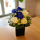 青いバラとキラキラ白いバラのミニアレンジ