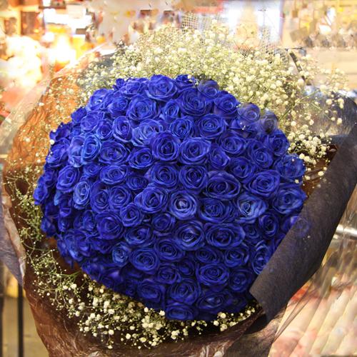 青いバラ108本の花束