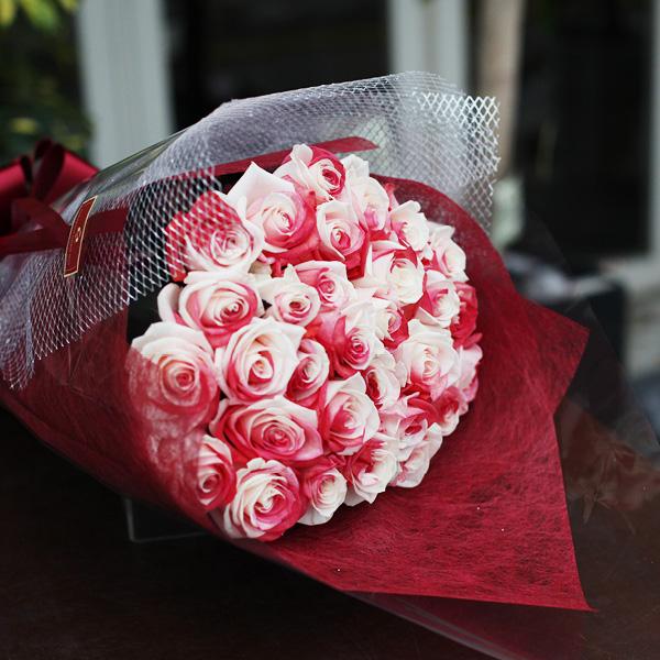 レインボーローズジャパン 30本の花束