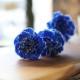 青いカーネーションとキラキラかすみ草のミニアレンジ
