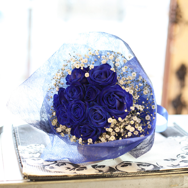 青いバラ10本とキラキラかすみ草のブーケ