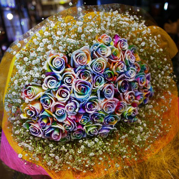 スノーレインボーローズ 50本の花束