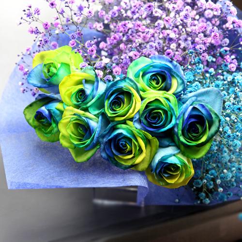 レインボーローズ オーシャン10本と水色と紫のかすみ草の花束