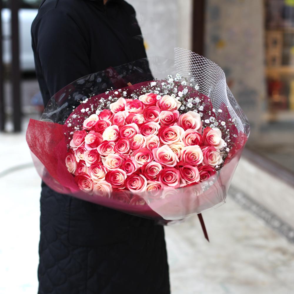 レインボーローズジャパン 50本の花束