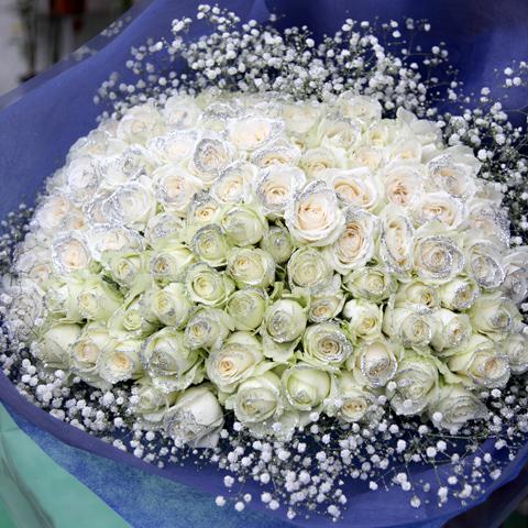 キラキラ白いバラ 100本の花束