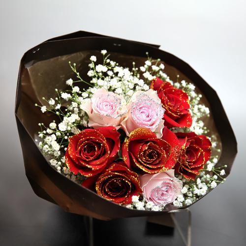 赤薔薇5本とピンクローズ3本のキラキラブーケ・かすみ草付