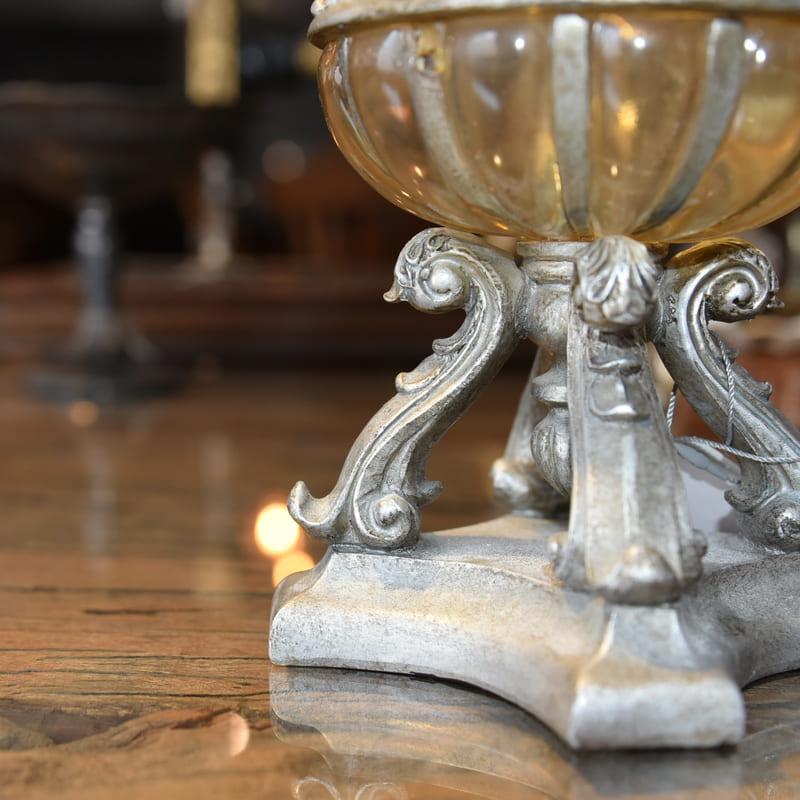 豪華な装飾のVase(花瓶)