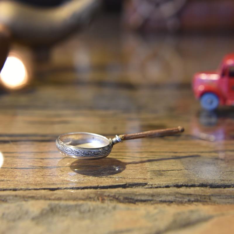 Silverの小さなフライパンの置物 可愛い蓋付き