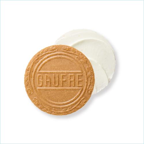 プティーゴーフル 白桃6B −軽く焼き上げた薄焼きの生地に白桃クリームをサンド
