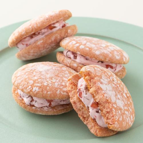 神戸ぶっせ 15入 さくら風味 −りんごの果肉が入ったクリームをサンド
