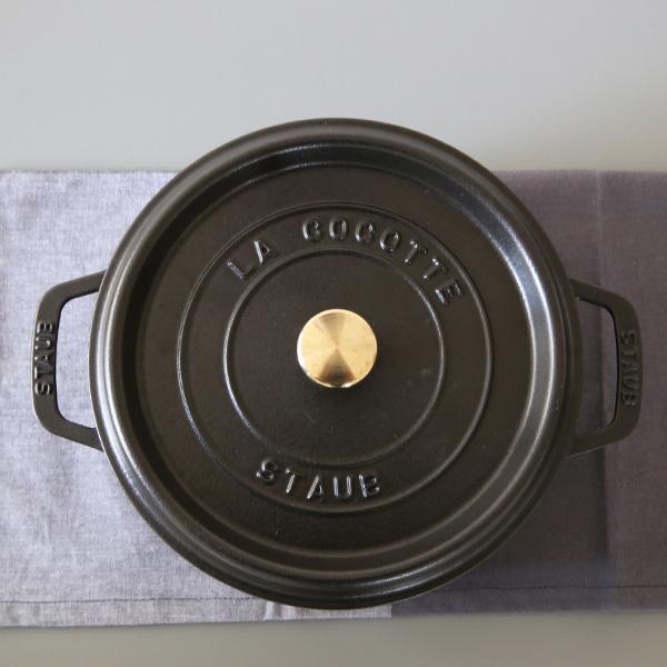 staub(ストウブ) ピコ・ココット ラウンド ホーロー鍋24cm /3.8L ブラック 正規輸入品/生涯保証付 【送料無料】