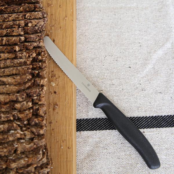 VICTORINOX (ビクトリノックス) トマト&ベジタブルナイフ(11cm) ブラック ペティナイフ